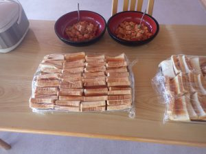 月山高原の人参の胡麻味噌和えとヤマボウシのジャムパン