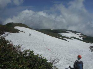 9合目手前の、一の岳付近250mの雪渓